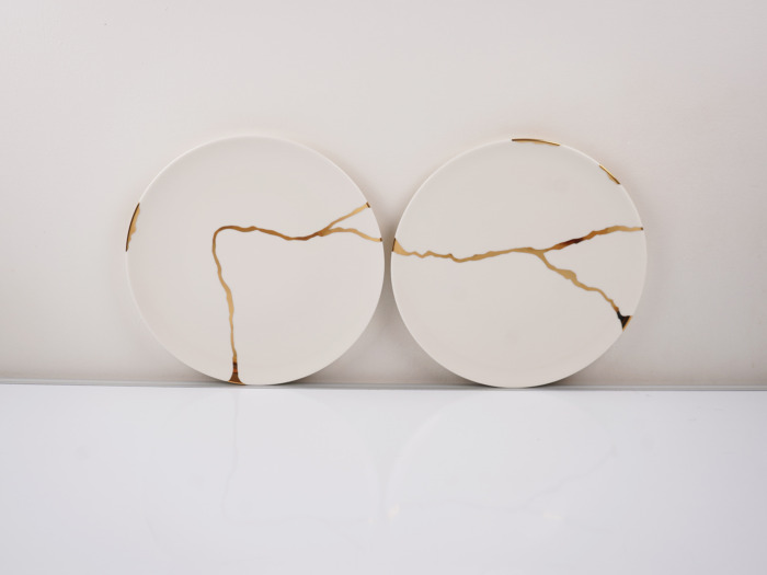kintsugi tableware golden pattern minimalist