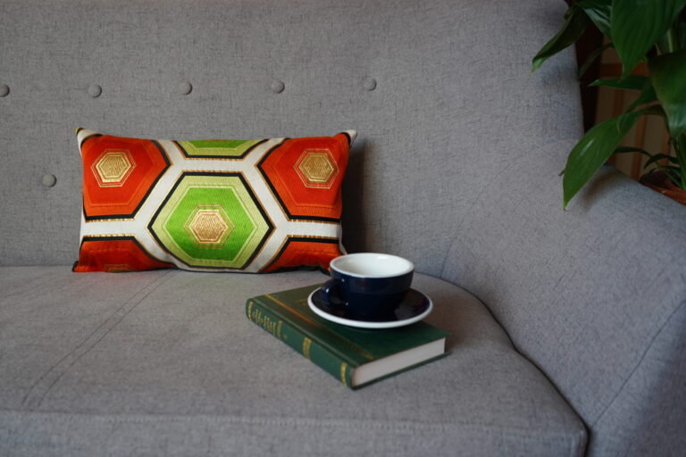 Cushion Cover Kimono Obi Silk Gold Embroidery Vintage - Kikko Med